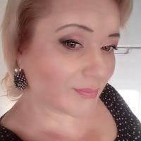 Angela profile picture