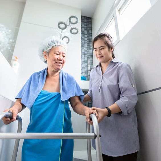 10 Best Bath Time Tips for Caregivers of Senior Adults with Dementia