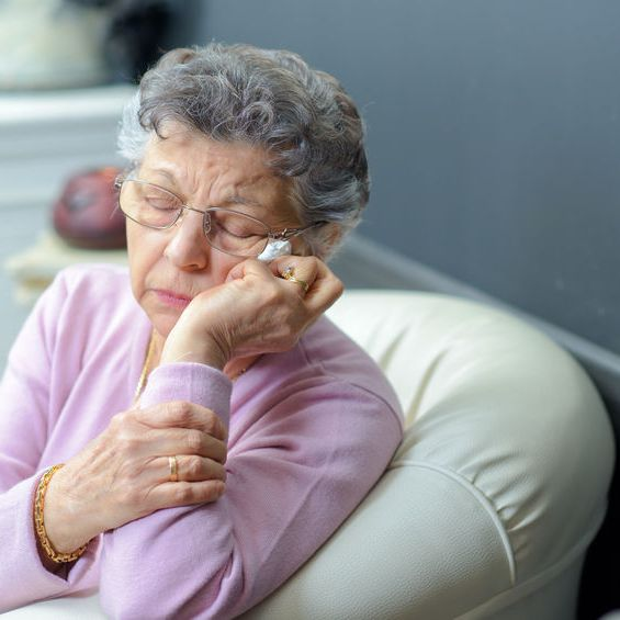 5 Best Tips to Get Good Sleep for Seniors with Dementia and Alzheimer's