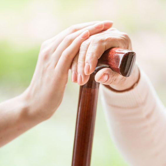 מקלות הליכה לקשישים - ספקים, מחירים והמלצות