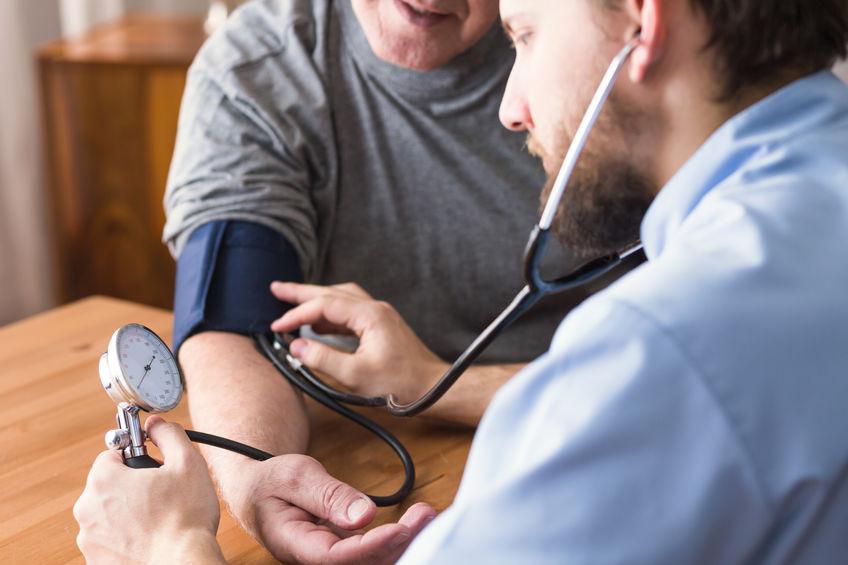 כל מה שצריך לדעת על לחץ דם גבוה אצל קשישים