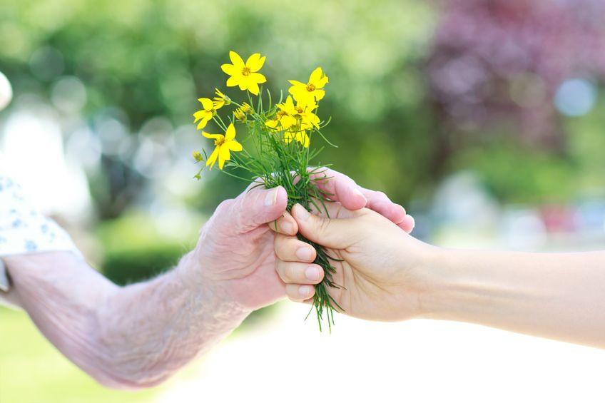 10 טיפים לטיפול בקשישים בקיץ