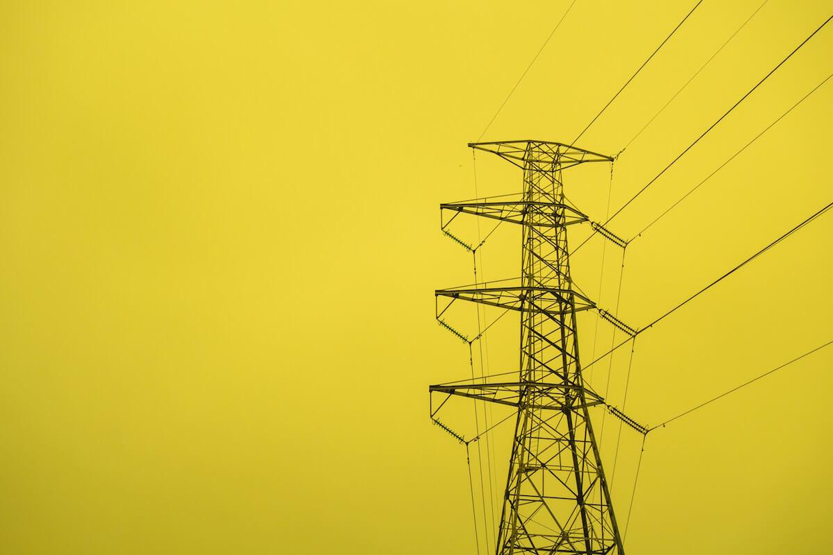 כל מה שרצית לדעת על הנחה בחשמל לאזרח ותיק