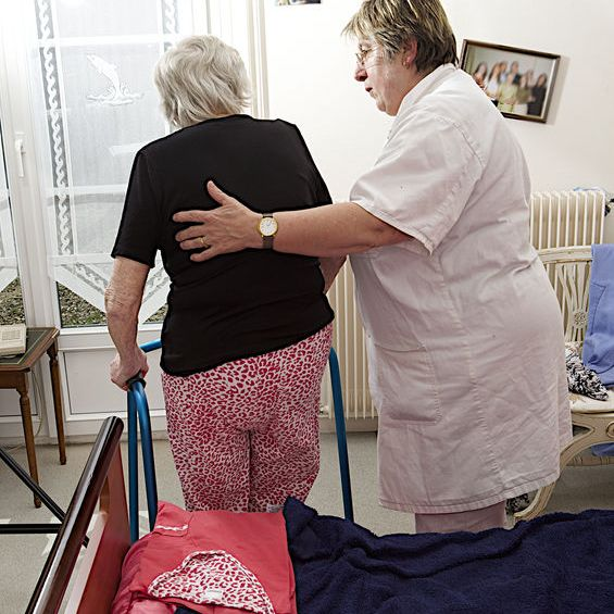 5 Best Tips in Helping Control Bladder and Incontinence for Seniors with Dementia