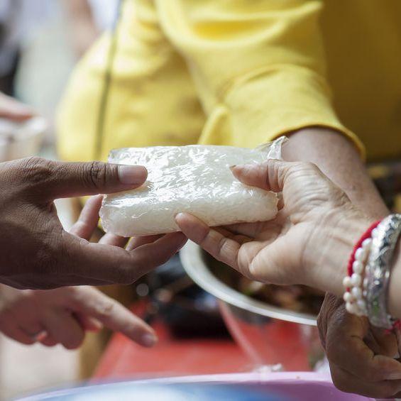 חלוקת מזון לקשישים